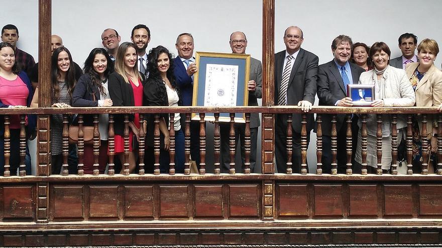Anselmo Pestana y Lucas López con la amplia familia de Radio Ecca.
