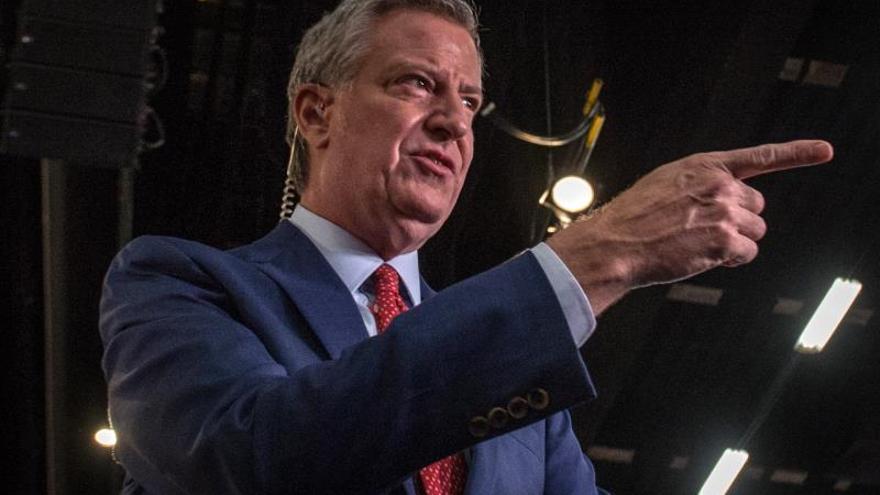 Alcalde de Nueva York, objeto de críticas por estar de campaña durante el apagón
