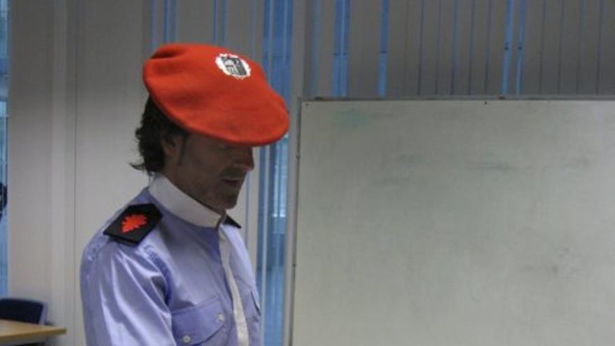 Un ertzaina participa en unas elecciones sindicales