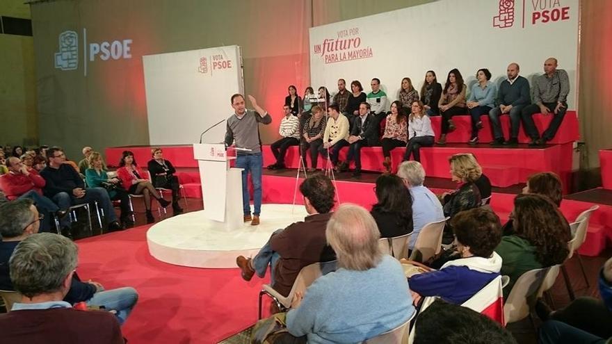 """Luena (PSOE) ensalza a Pedro Sánchez como un político """"limpio"""" que presidirá un Gobierno """"limpio"""""""