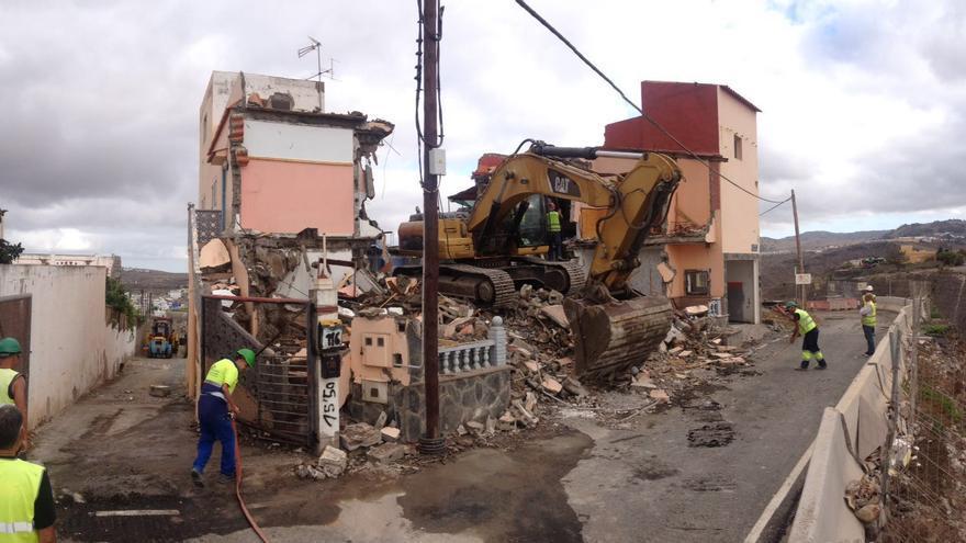 Derribo de la casa ubicada en Lomo Grande (Arucas) tras su expropiación y que permitirá continuar con los trabajos en la Fase IV de la Circunvalación de Las Palmas de Gran Canaria