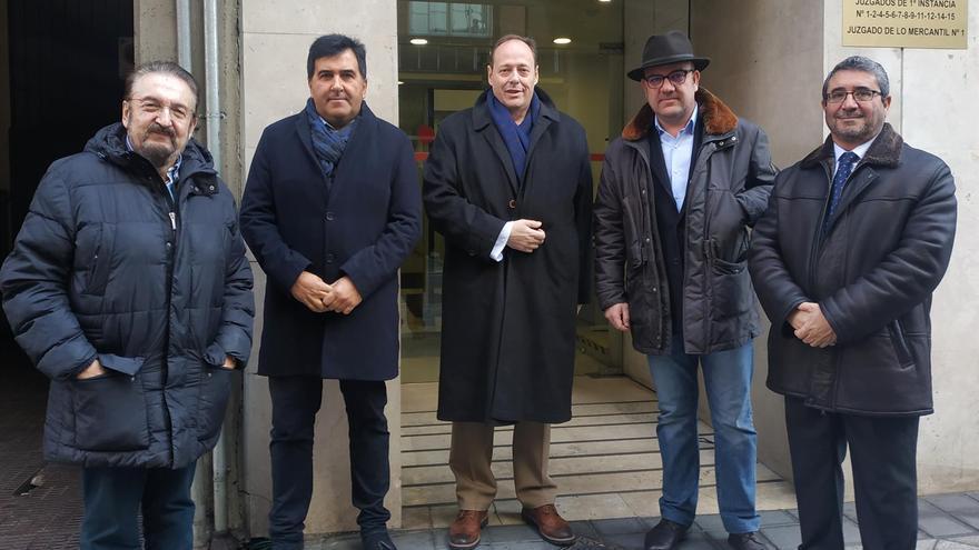 Los cinco afiliados de Vox que demandarán al partido.