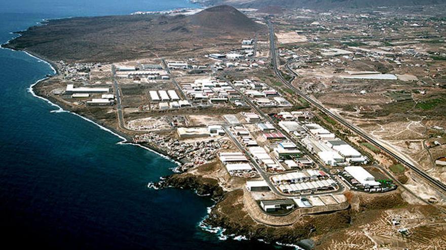 Vista aérea del polígono industrial de Güímar, en cuyo litoral se producen los vertidos ilegales