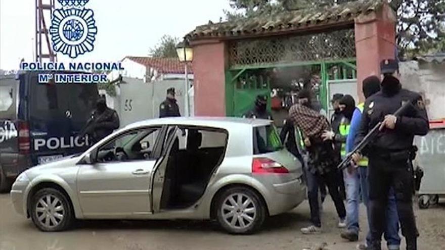 """Prisión para los 3 yihadistas de una red """"disponible para cometer atentados"""""""