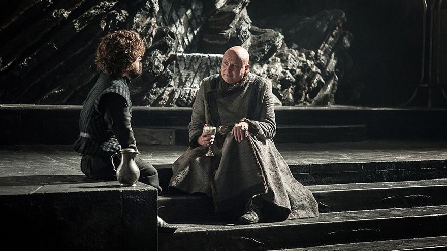 Tyrion y Lord Varys en Rocadragón, la fortaleza ancestral de los Targaryen