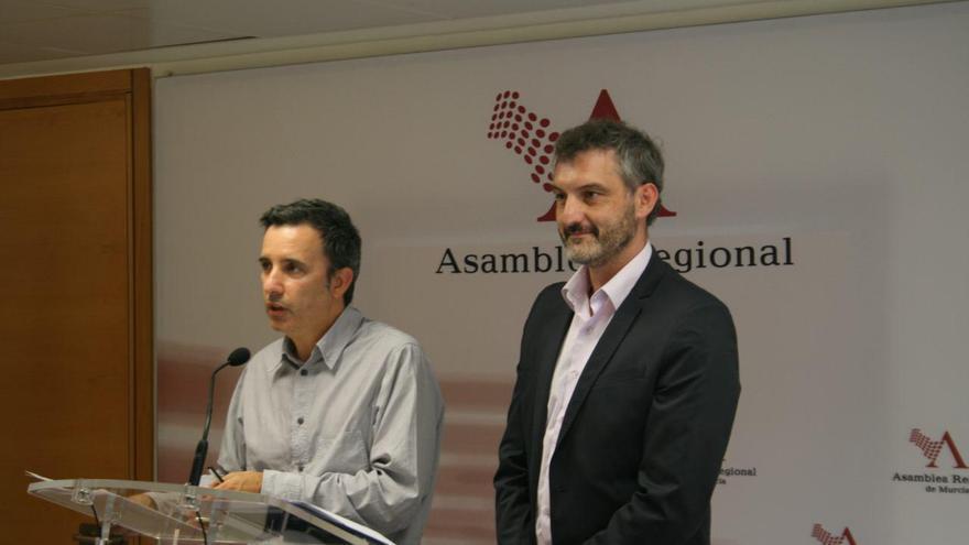 Urbina y Urralburu explican el proyecto de ley presentado en la Asamblea Regional