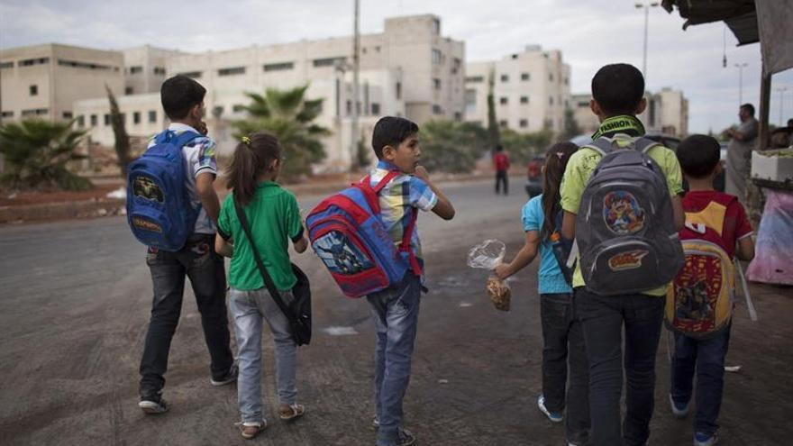 Unos 35.000 menores están atrapados en una ciudad siria controlada por el EI