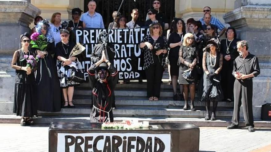 """Trabajadores del Bellas Artes de Bilbao reclaman una """"solución"""" a las instituciones en su 16 día de huelga"""
