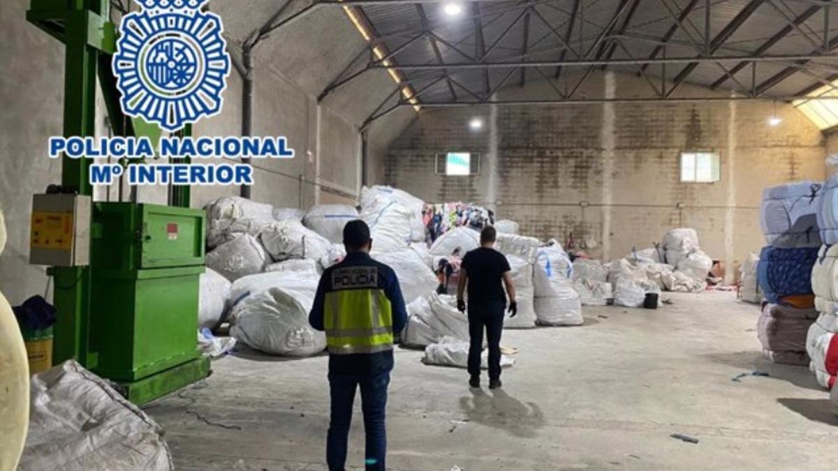 La policía ha intervenido en la nave industrial de Cocentaina.