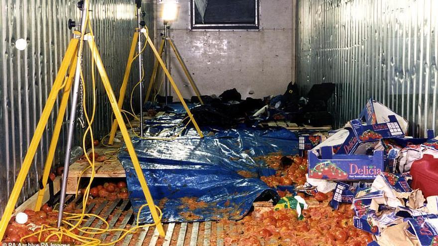 Imagen del camión donde murieron 58 migrantes chinos en el año 2000