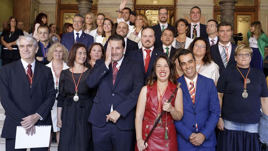 Foto de familia con Patricia Hernández, los concejales del PSOE y el resto de integrantes del pleno santacrucero