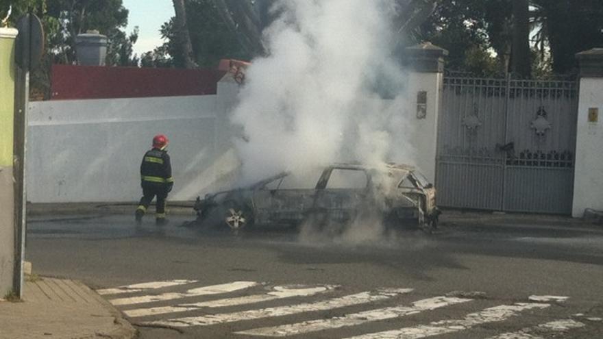 Imágenes del coche ardiendo en Tafira #1