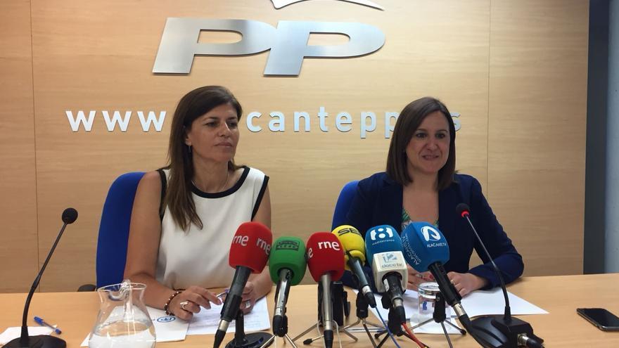 Maria José Catalá, diputada del PP, junto a la senadora Asunción Sánchez Zaplana