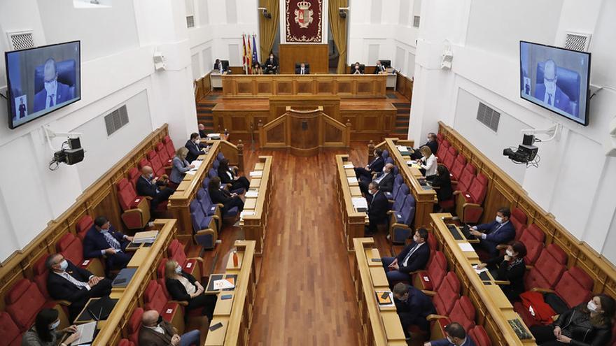 El PSOE plantea congelar salarios de altos cargos y diputados y reducir un 20% la asignación a grupos parlamentarios