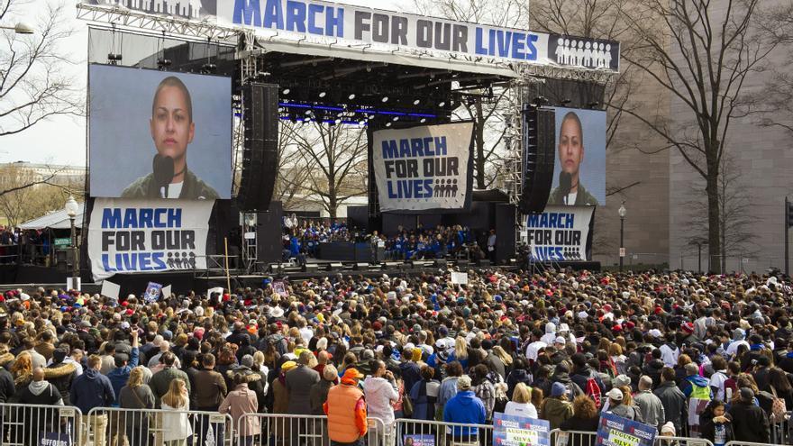 Emma González, dando su discurso en Washington durante la Marcha por nuestras vidas / AP: Cliff Owen