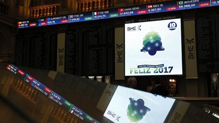 La Bolsa española abre con una leve caída del 0,10 por ciento, con el euro en mínimos