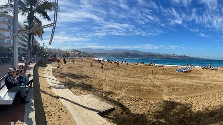 Vista de la Playa de Las Canteras en Las Palmas de Gran Canaria