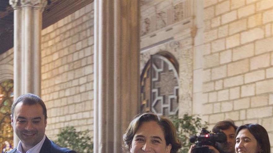 """Ada Colau felicita a Eduardo Mendoza desde """"la ciudad de los prodigios"""""""