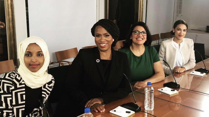 El 'escuadrón' demócrata (de izquierda a derecha): Ilhan Omar, Ayanna Pressley, Rashida Tlaib y Alexandria Ocasio Cortez.