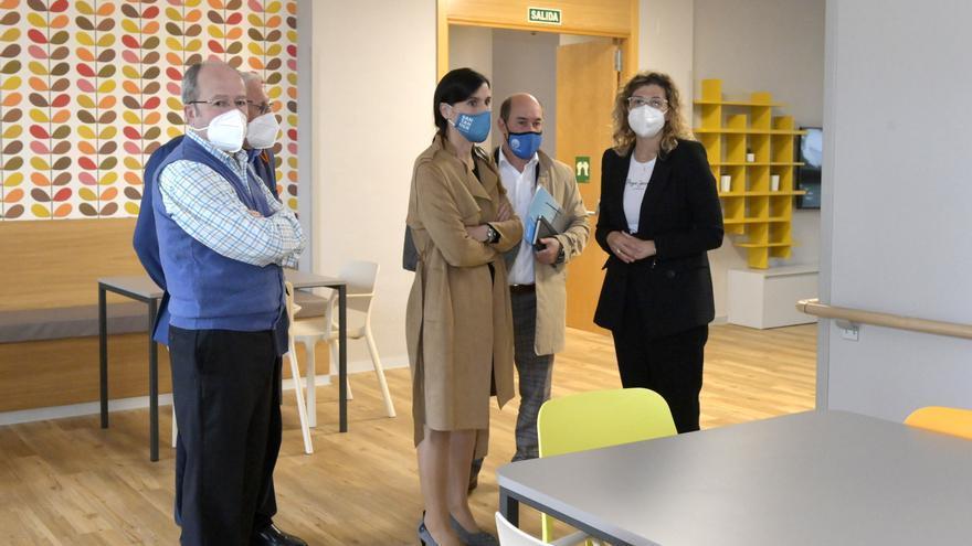 Visita de la alcaldesa a la residencia La Caridad