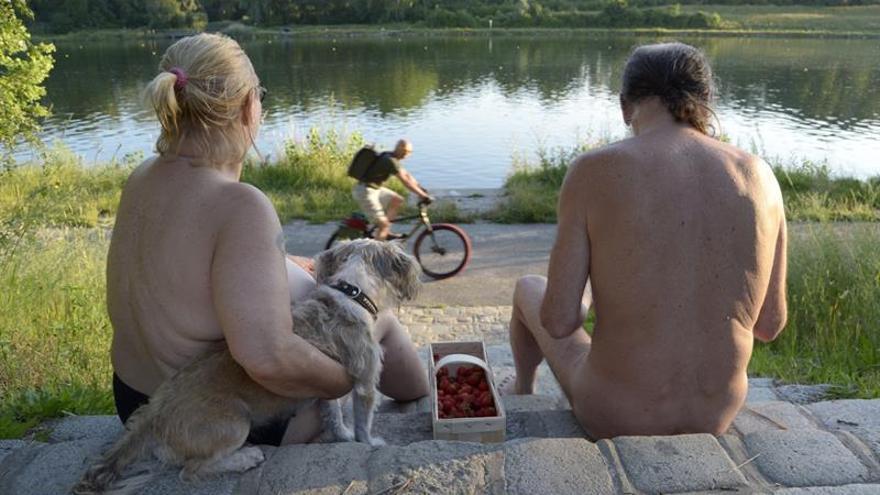 Viena se desnuda a orillas del río Danubio con la llegada del verano