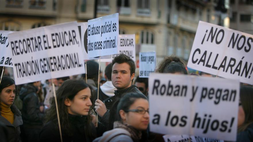 Miles de personas protestan contra la represión durante la Primavera Valenciana