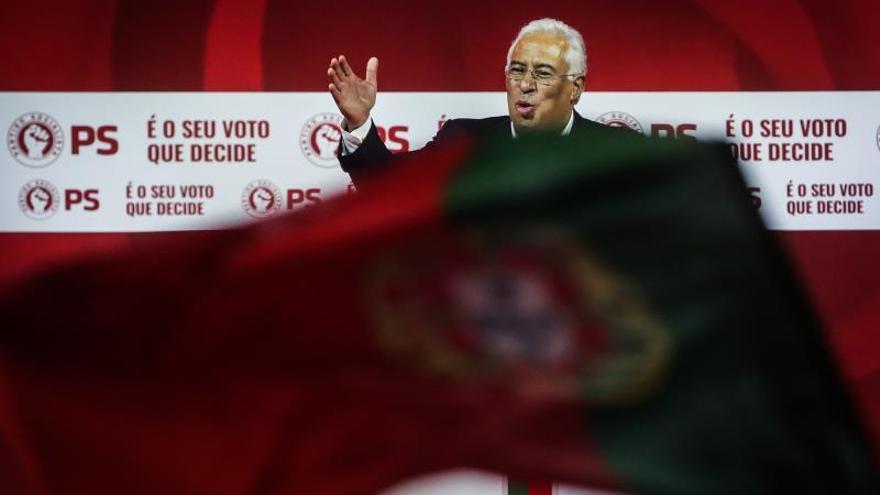 Abren los colegios electorales en Portugal para los comicios legislativos