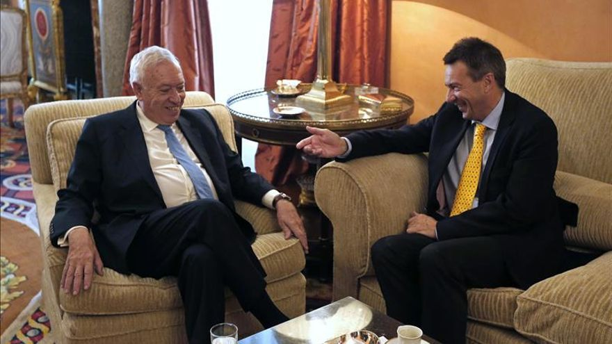 Margallo expresa su solidaridad con los miembros de Cruz Roja secuestrados en Siria