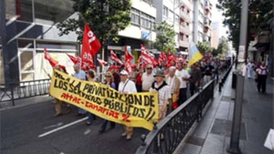 CCOO y UGT se manifiestan por las calles de la capital grancanaria. (ACFI PRESS)