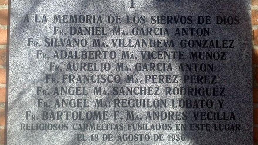 Placa que recuerda a los mártires carmelitas