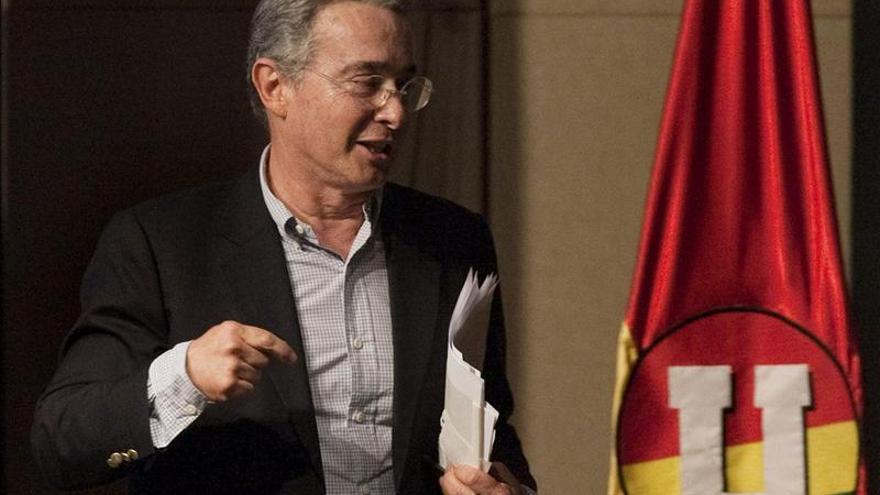 Cuatro generales serán llamados a declarar en investigación contra Uribe