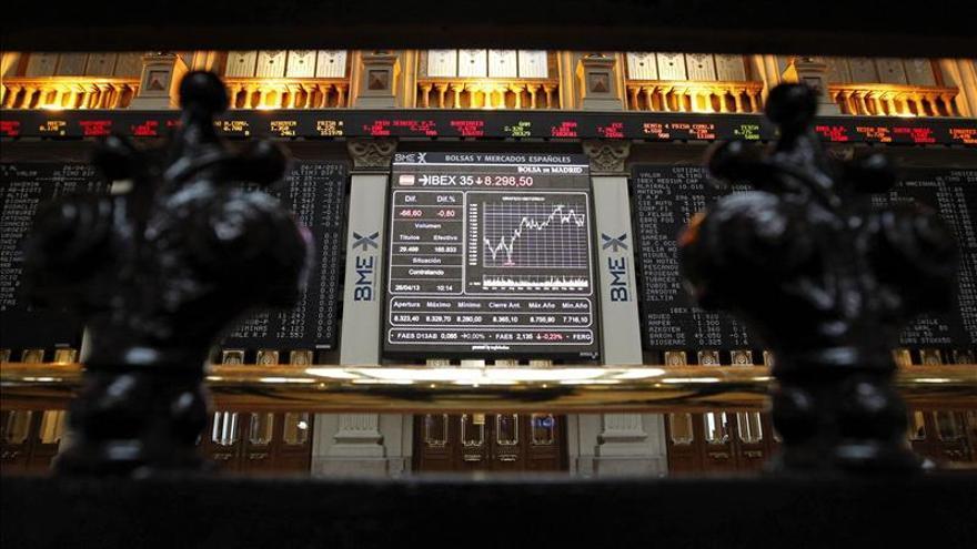El IBEX cae un 0,57 por ciento y pierde los 8.600 puntos pese a la subasta del Tesoro