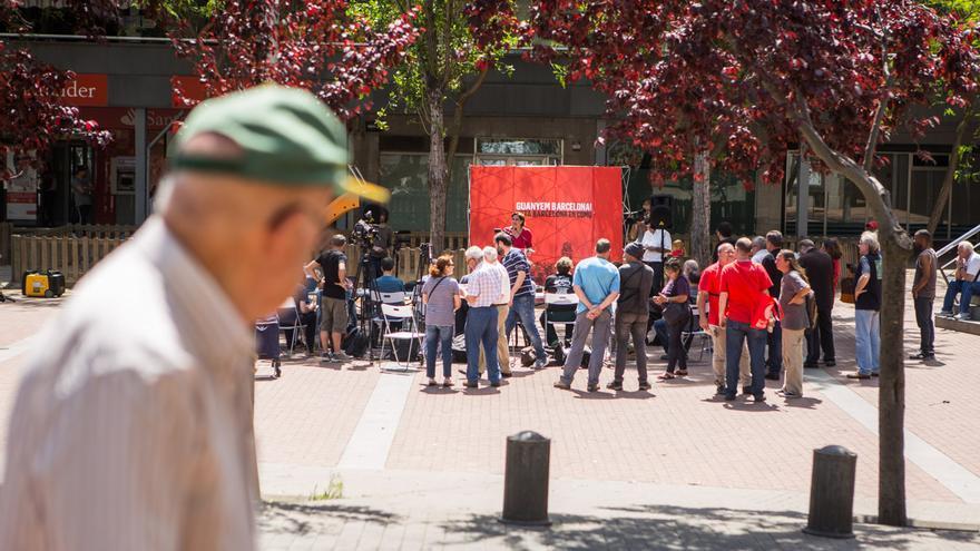 Barcelona en Comú ha fet una roda de premsa a Ciutat Meridiana el matí de dimarts / ENRIC CATALÀ