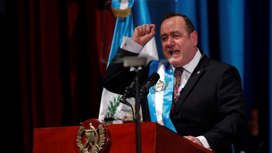 El presidente de Guatemala visita El Salvador para tratar seguridad y relaciones