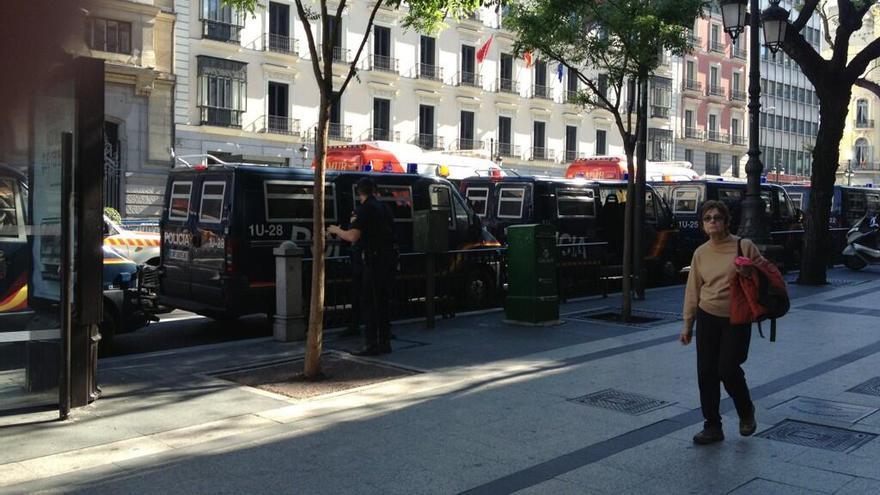 Antidisturbios en la madrileña calle de Alcalá. / @Susahidalgo