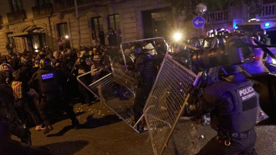 Intervención policial cerca de la Delegación del Gobierno