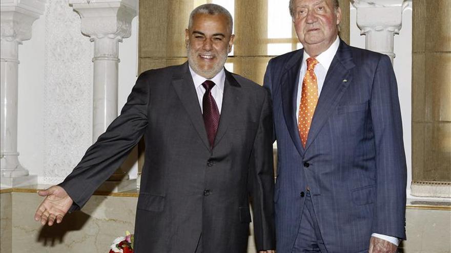 El Rey Juan Carlos anima al jefe del Gobierno marroquí a seguir con las reformas