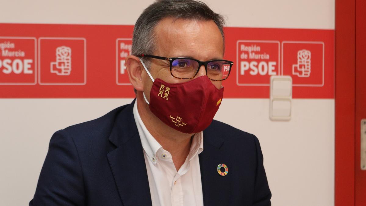 El secretario general del PSOE de la Región de Murcia, Diego Conesa, en la sede del partido