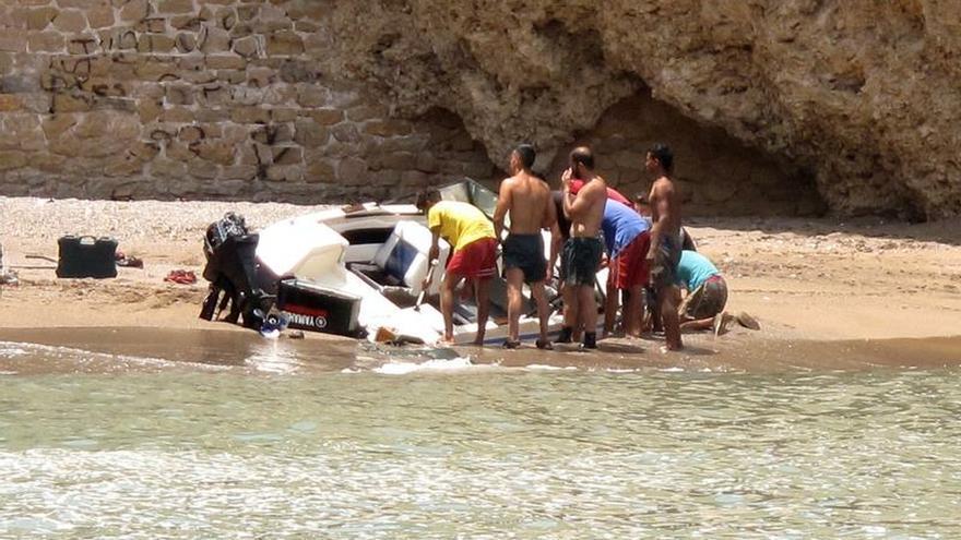 La Guardia Civil aborta en Melilla la salida de una embarcación deportiva con migrantes