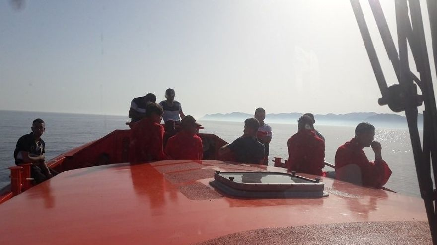 Llegan a las costas de Almería 14 personas procedentes de dos pateras