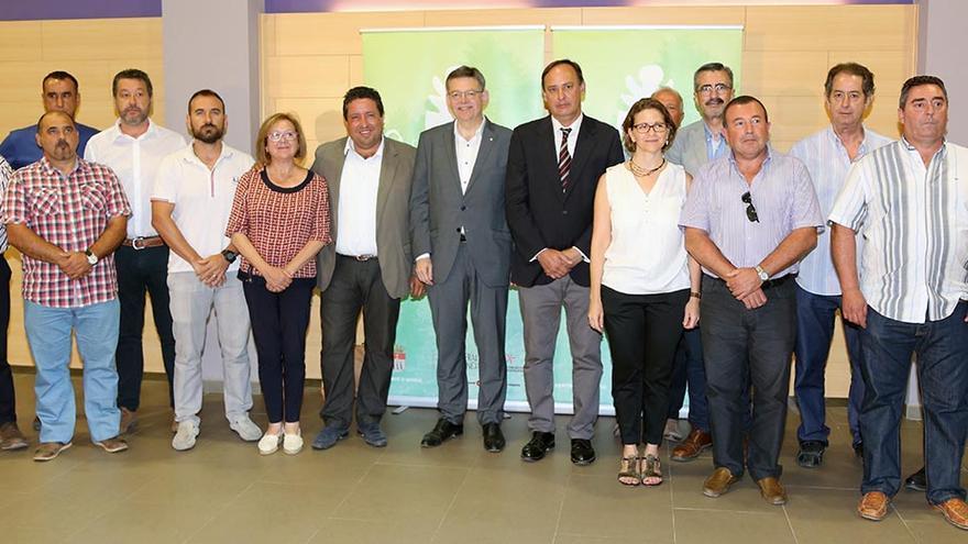 El president Puig junto a la consellera Elena Cebrián, el presidente de la diputación de Castellón y miembros del consejo rector del Parque Natural de la Sierra de Espadà