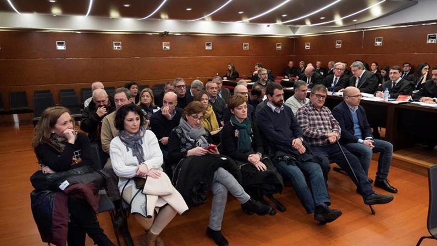 Imagen de los 26 acusados en el 'caso De Miguel'