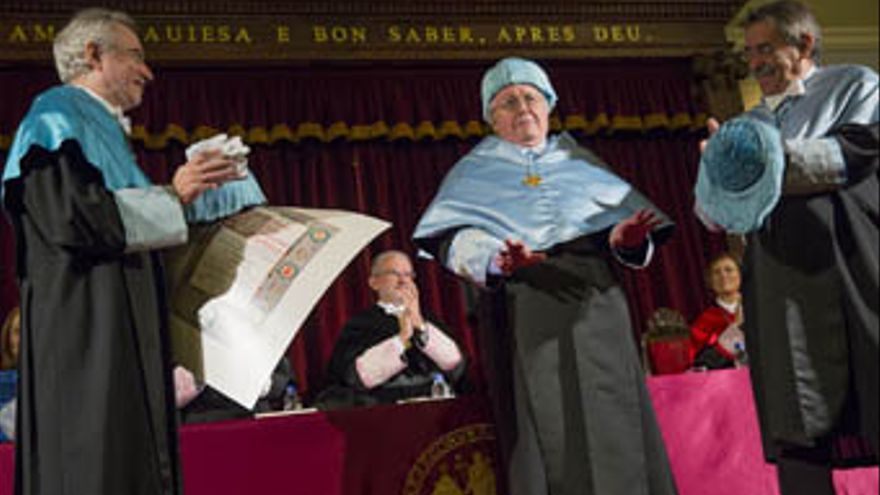 Paul Preston durante la celebración de su honoris causa por la Universitat de València