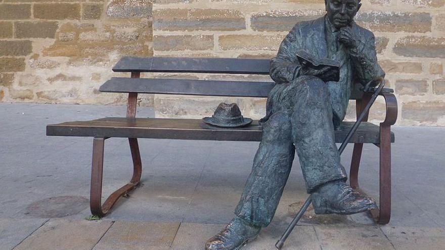 Estatua de Antonio Machado en Baeza