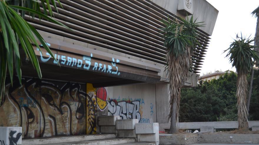La entrada al antiguo edificio de Correos, embargado por la Diputación de Málaga | N.C.