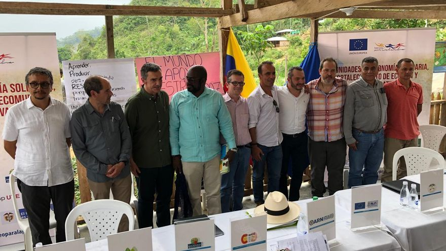 Representantes de las entidades que participan en el proyecto durante la firma del acuerdo el pasado 13 de marzo en Colombia
