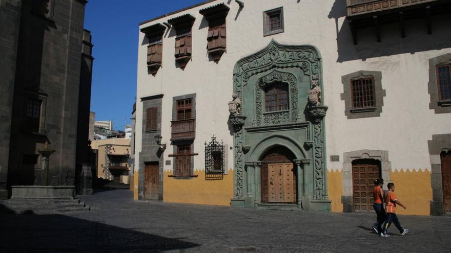Portada gótica de la Casa de Colón, una de las imágenes recurrentes del Barrio de Vegueta. VIAJAR AHORA
