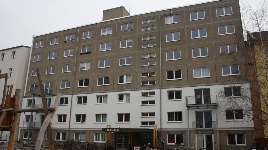 Antiguo edifico de la Stasi en el que 2015 viven decenas de familias de alquiler, que a su vez son las propietarias.