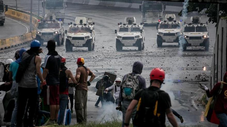 Muere adolescente al recibir un disparo durante una protesta en Caracas