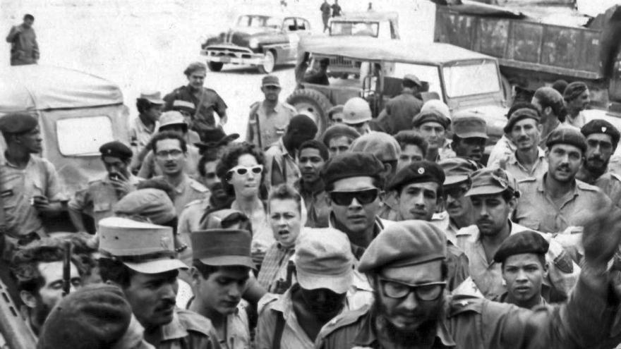 Fidel Castro dirige los combates durante la invasión de Bahía de Cochinos en Playa Girón.